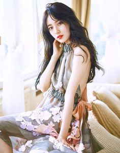 Suzy (수지) is a South Korean actress and solo singer under Management SOOP. Suzy debuted as a member of MissA in March 2010 under JY. Jung So Min, Miss A Suzy, Get Skinny Legs, Instyle Magazine, Bae Suzy, Korean Fashion Trends, Song Hye Kyo, Korean Actresses, Korean Model