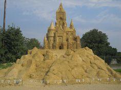 Il tema di quest'anno, le favole! Quale preferite?http://nicolettafrasca.wordpress.com/2014/08/17/sculture-di-sabbia-burgas/