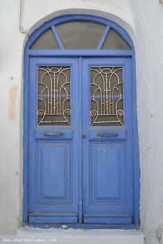 Greek Blue Door. My JetSet vacation in Mykonos, Greece! An idyllic Island with the most charming town center. Little Greek white streets and houses. Check out the TRAVEL post here: http://whatiwouldbuy.com/THE+JETSET+LIFE+IN+MYKONOS+TRAVEL+TIPS. Luxury Travel Destinations, Luxury Boutique Hotels, Wellness Retreats, Luxurious Spa and Wellness Resorts. Interior Design, Home Decor, Interior Styling, Home Inspiration, Home Styling, Interior Trends.