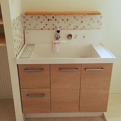 女性で、4LDK、家族住まいのLIXIL/ピアラ/洗面台/洗面所/リクシル/新居建築中…などについてのインテリア実例を紹介。「洗面台設置されてたー!大きいのはいいことだが可愛いのは小さい方かな… 鏡はこれから設置します」(この写真は 2015-02-15 23:31:19 に共有されました)