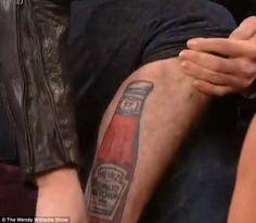 Ator de Crepúsculo explica tatuagem de ketchup na perna