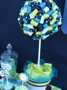 Cupcake Express: Tutorial on how to make a ribbon topiary.