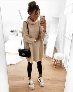 20 Street Style Fashion Trends 2019 Just like you I can click through street style shots for inspiration all day. But how many women actually challenge themselves to re-create the l. City Outfits, Mode Outfits, Trendy Outfits, Fall Outfits, Fashion Outfits, Womens Fashion, Fashion Trends, Style Fashion, Long Sweater Outfits