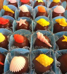 Bombons Fundo do Mar. Lindos e deliciosos bombons para enfeitar a sua festa.  Utilizamos chocolate nobre de Gramado recheados de doce de leite.  Consulte-nos também sobre outros temas.