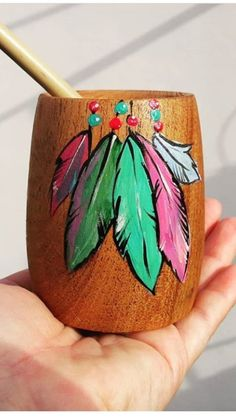 Painted Plant Pots, Painted Flower Pots, Wooden Plates, Wooden Art, Pottery Painting, Painting On Wood, Pots D'argile, Diy And Crafts, Projects To Try
