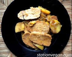 Rosemary and potatoes tempeh. Tempeh con patatas y romero. Tempeh con patate e rosmarino.