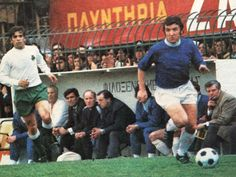 Panathinaikos 0 Everton 0 agg) in March 1971 in Athens. John Morrissey comes forward in the Round of the European Cup, Leg. European Cup, Everton, Football, Club, Retro, Athens, 1970s, Sports, March