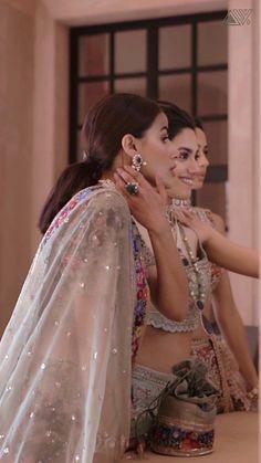 Fancy Wedding Dresses, Party Wear Indian Dresses, Pakistani Wedding Outfits, Indian Bridal Outfits, Indian Fashion Dresses, Fashion Outfits, Girl Photography Poses, Photography Editing, Fashion Photography