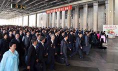 위대한 수령 김일성동지 탄생 105돐 경축행사에 참가할 대표들 도착