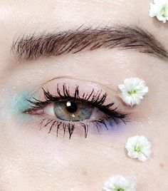 Are you looking for ideas for your Halloween make-up? Navigate here for cute Halloween makeup looks. Makeup Eye Looks, Creative Makeup Looks, Unique Makeup, Eye Makeup Art, Halloween Makeup Looks, Blue Eye Makeup, Pretty Makeup, Colorful Makeup, Makeup Inspo