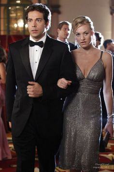 """Yvonne Strahovski in a gunmetal silver gown in """"Chuck vs. the Angel of Death"""" - adore"""