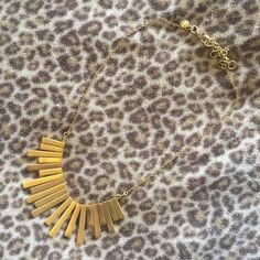 ✨ Madewell Necklace ✨ Chunky gold Madewell necklace, worn once, in perfect condition! It's so pretty but it's a bit too much for me, so I'd love to find it a new home! No trades xo Madewell Jewelry Necklaces