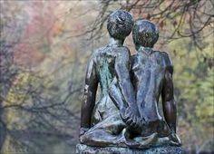 Nous sommes des êtres d'amour et de compassion, nous sommes des êtres naturellement doués pour le lien. A la naissance nous avions un potentiel relationnel inégalable! (Observez les bébés, voyez co...