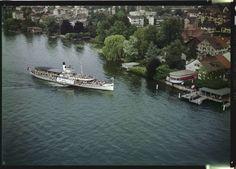 """Herrliberg, Landesteg. Com_FC24-8704-0002. User Schoog: """"Dieses Bild zeigt Erlenbach am Zürichsee (nicht Herrliberg – vgl. andere Bilder der ETH-Sammlung)."""""""