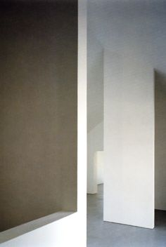 Play of white abstract volumes inside the Baron House by John Pawson.