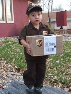 I want to diiiiie! This is amazing!!!! UPS delivery man for Halloween