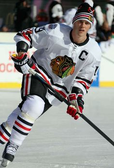 WASHINGTON, DC - JANUARY 01: Jonathan Toews #19 of the Chicago Blackhawks warms up during the pre-game skate prior to the start of the 2015 Bridgestone NHL Winter Classic between the Washington Capitals and the Chicago Blackhawks on January 1, 2015 at Nationals Park in Washington, DC. (Photo by Dave Sandford/NHLI via Getty Images) Capitals vs. Blackhawks - 01/01/2015 - Chicago Blackhawks - Photos
