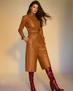 Model Camila Morrone is styled by Juan Cebrian in fall's tailored leathers, lensed by Thomas Whiteside for Vogue Spain September Makeup by Kali Kennedy; hair by Rob Talty Uk Fashion, White Fashion, Fashion Photo, Orange Fashion, Vogue Spain, Vogue Russia, Insta Outfits, Cool Outfits, Night Outfits