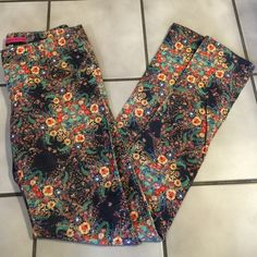 """Fine Corded Alice + Olivia Vintage Style Jeans 2 Awesome pair of extra fine corduroys by Alice + Olivia stretch jeans size 2. 97% cotton, 2 % spandex, Dry clean only. Vintage style floral pattern on black background. 14 1/2"""" across waist, 8"""" front rise, 32 1/2"""" inseam. Alice + Olivia Pants Straight Leg"""