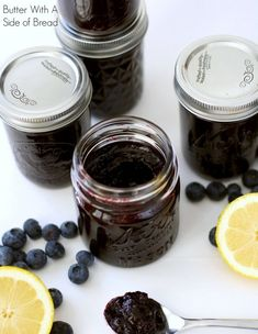 Lemon Blueberry Jam~ it's INCREDIBLE! The bit of lemon really brings out the fresh, sweet flavor of the blueberries. A recipe from the ladies at Butter With A Side of Bread Blueberry Jam, Blueberry Recipes, Jelly Recipes, Shrimp Recipes, Lemon Jelly Recipe, Pasta Recipes, Soup Recipes, Applebees Recipes, Cake Recipes