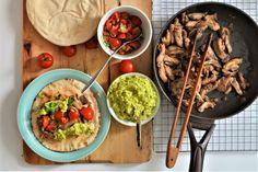 Τυλιχτά με ψητό κοτόπουλο Guacamole, Mexican, Chicken, Meat, Ethnic Recipes, Food, Eten, Meals, Cubs