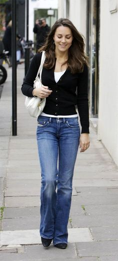 4/19/07 - We don't see Kate in bootcut jeans alot. They are actually quite becoming on her.