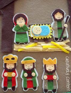 I am in stage 2 of this homemade advent calendar journey. I have 4 more days and I think I will be ready! Christmas Nativity Scene, Diy Christmas Ornaments, Felt Ornaments, Christmas Decorations To Make, Christmas Thoughts, Christmas Makes, Felt Christmas, Christmas Bible, Advent Calendar Christian