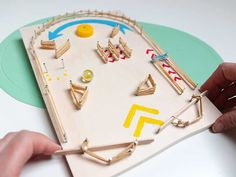 Een flipperkast maken - Super tof om te timmeren. En daarna heb je er urenlang speelplezier van! Handmade Wooden Toys, Gifts For Your Boyfriend, Art And Technology, Painting For Kids, Dot Painting, Diy Toys, Pinball, Diy For Kids, Crafts For Kids