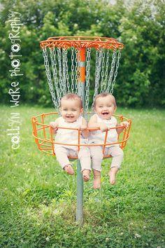 babys in frisbeegolf goal