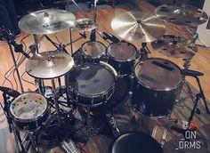 Drums Studio, Drums Artwork, Pearl Drums, Drum Music, Sound Studio, How To Play Drums, Drum Kits, Custom Guitars, Drummers