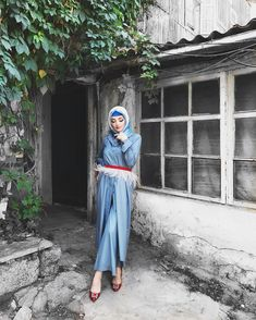 Love the hijab, not so much the feathers Islam Women, Refashion, Simple Designs, Muslim, Makeup Looks, Abaya Style, Niqab, Kebaya, My Style