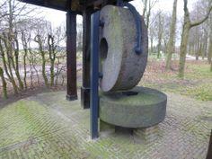 Molen de Coevering // Net onder de molensteen komen de drie grenzen samen van de gemeenten Veghel links, Schijndel midden en Sint-Oedenrode rechts. samenvoeging in 2018 ==