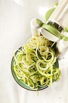Tarjeta d embarque: Espaguetis de calabacín con salsa boloñesa {Trampantojo} mandolina para hacer spaguettis
