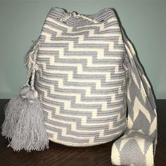 JUST IN ✅Large Size#wayuubags #wayuuchilabags #mochilabags #beach #bohochic #summerbags #beachbags #가방 콜롬비아 북부와 베네수엘라 북서 쪽의 과히 라 반도에 거주하는 아메리칸 인디언 민족 그룹인 와유(Wayuu)부족이 만드는 100% 핸드메이드제품 입니다. 컬러풀한 와유백의 색상은 와유부족의 삶과 일상생활이 담겨있습니다. #칠라백 #모칠라백 #itbag #pompom #fashion #greybag #handmade #borsa #colorful #unique #handmade #ethnic #boho #bohemian #Colombia #wayuu #style #bohochic #bag #mediumwayuu #geometric #festival #gipsy