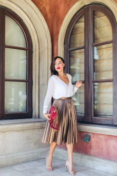 Gold skirt outfit - 20 Fall Date Night Outfit Ideas for Woman – Gold skirt outfit Metallic Skirt Outfit, Pleated Skirt Outfit, Metallic Pleated Skirt, Pleated Skirts, Wrap Skirts, Denim Skirts, Green Skirt Outfits, Gold Outfit, Silver Skirt