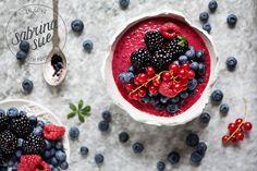 Frozen Acai Wildberry Smoothie Bowl   Rezept zum #SuperfoodSamstag bei feiertäglich von SabrinaSue @phoneypeople