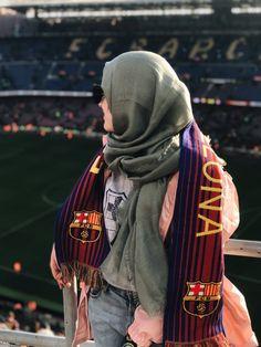 Football Girls, Football Fans, Hijab Dpz, Muslim Hijab, Lionel Messi, Barcelona, Joker, Wattpad, Style