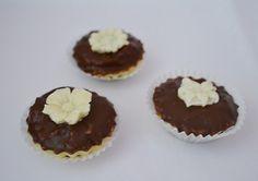 košíky s čokoládovými kvetmi Cheesecake, Muffin, Breakfast, Desserts, Food, Morning Coffee, Muffins, Meal, Cheesecakes