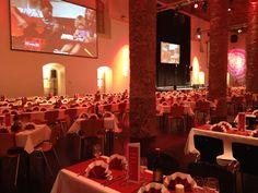 Weihnachtsfeier im Salzlager Hall für über 700 Gäste. Catering, Table Decorations, Furniture, Home Decor, Celebration, Homemade Home Decor, Catering Business, Home Furnishings, Decoration Home