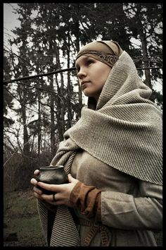 Rhoda is re-enacting a Western Slavic Woman from about 800-900. Everything is hand-sewn. The pottery is handmade in a historic way and the shoulder scarf is hand-woven.