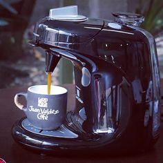 Para una mañana como esta, un cafe en Juan Valdez #coffe #morning #relax #time #people #mens #hombre #Mujer #latina #women #cccuartaetapa #bucaramanga Juan Valdez