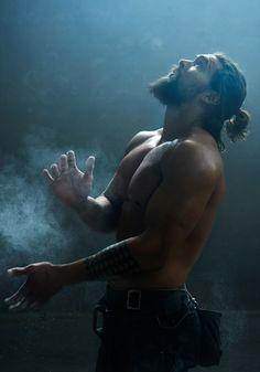 Jason Momoa - Khal Drogo - Game Of Thrones Jason Momoa Aquaman, Khal Drogo, Bolshoi Ballet, Hommes Sexy, Baywatch, Man Bun, Raining Men, Beard Styles, Moustache