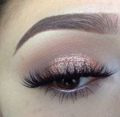 Shimmery peach eyeshadow with dainty lashes and a sweeping of eyeliner Gorgeous Makeup, Pretty Makeup, Love Makeup, Makeup Inspo, Makeup Inspiration, Makeup Trends, Makeup Ideas, Makeup Blog, Flawless Makeup