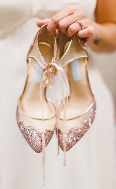 hochzeitsschuhe rosegold elegant rose gold wedding shoes bridal look ideas - Metallic Wedding Colors, Rose Gold Metallic, Rose Gold Wedding Shoes, Blue Gold, Rose Gold Weddings, Navy Blue, Rose Gold Shoes Heels, Glitter Heels, Gold Glitter