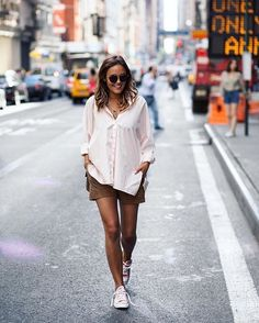 strolling through the streets of new york with her maui shades @designdschungel | kapten-son.com