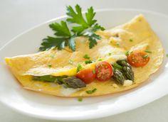 Omelette de espárragos, tomate cherry y jocoque seco