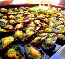 Gratinated mussels Source by Healthy Cooking, Cooking Recipes, Healthy Recipes, Fish Recipes, Seafood Recipes, Vegan Junk Food, Tapas, Salty Foods, Paella