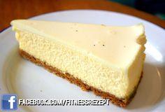 Nährwerte Kalorien 268 kcal Protein 31g Kohlenhydrate 19 g Fett8 g Zutaten 750g fettarmen Griechischen Joghurt oder Magerquark 120g Kleine 50g Nüsse (Haselnüsse) 10g Gelatine Stevia (je nach Bedarf) 100g Protein Pulver, Vanille Zubereitung 1 – Nimm eine Springform zur Hand. 2 – Schneide auf die Größe der Form ein Stück Backpapier zurecht. 3 – Gib die Kleie und…