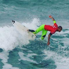 @wiggolly acrobatic #bellsbeach #surf #surfer #surfing #waves #ocean #sea #nikon #mynikonlife #ripcurlpro #surfphotography #surfingvictoria #brazil #surf_brazil #brazilian by olivier_rachon_photography http://ift.tt/1KnoFsa