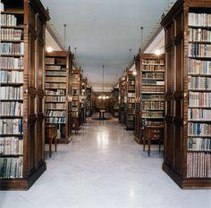 """Candida Höfer - Biblioteca de la Real Academia de la Lengua, Madrid II, 2000  """"La Magnifica Ossessione"""" www.mart.tn.it/magnificaossessione"""